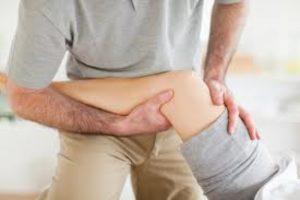 К какому врачу идти, если болит колено